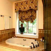 Австрийские шторы и ламбрекен для ванной
