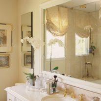 Австрийские шторы в ванной комнате