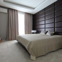 Бархатные шторы в спальне