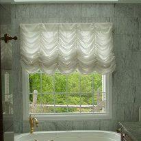 Французские шторы в ванной комнате