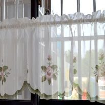 Короткие занавески на окно