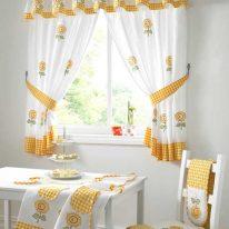 Кухонные шторы для маленького окна