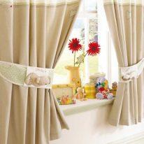 Нейтральные шторы для детской