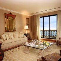 Однотонные шторы для гостиной