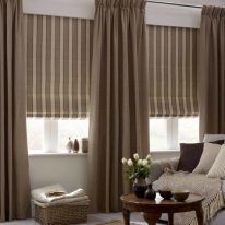 Портьеры и римские шторы в гостиной