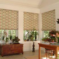 Римские шторы с цветочным узором