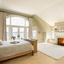 Шторы на балкон спальни