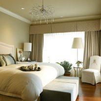 Шторы с жестким ламбрекеном в спальне