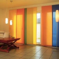 Японские шторы в гостиной комнате
