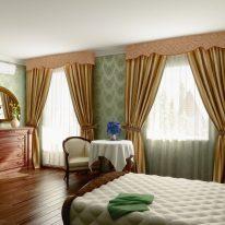 Жесткий ламбрекен в спальне