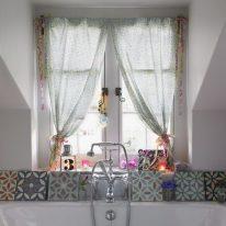 Занавески на окно в ванной