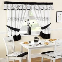 Чорно-білі кухонні штори