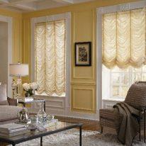 Французькі штори у вітальні кімнаті