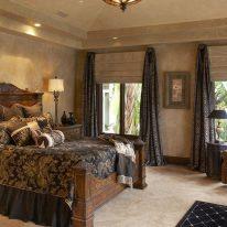 Класичні штори в спальні