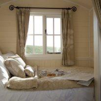 Короткі штори для спальні