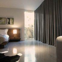 Однотонні штори для спальні