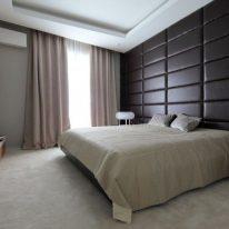 Оксамітові штори в спальні