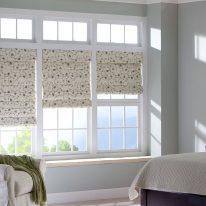 Римські штори для спальні з візерунком
