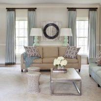 Штори для вікон і дверей в вітальні